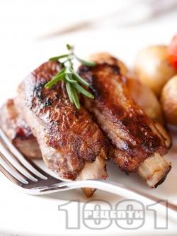 Вкусни свински ребра печени на скара в медена марината с розмарин и соев сос - снимка на рецептата